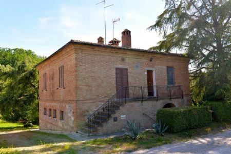 Vendita Casale/Rustico A 3 KM DA SAN GIOVANNI D'ASSO. Vendesi, immersa nelle colline delle Crete Senesi, porzione di...