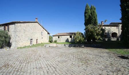 Vendita Casale/Rustico A CIRCA 10 KM DA SIENA (COMUNE DI MONTERIGGIONI). Vendesi, in posizione panoramica,  a soli 20...
