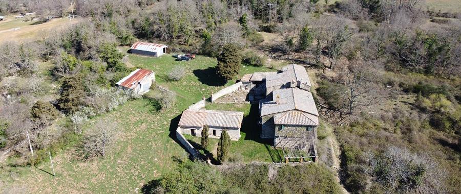 Vendita Casale/Rustico MONTAGNOLA SENESE. Vendesi, a 15 km da Siena, immerso nella campagna toscana, complesso colonico da...
