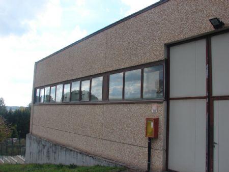 Capannone in vendita in Periferia COLLE VAL D'ELSA. Porzione di capannone (uso artigianale) con piazzale esclcusivo