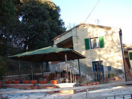 Vendita Villa SIENA, IMMEDIATE VICINANZE DELLA CITTA'. Vendesi, porzione di fabbricato in bella posizione, a...