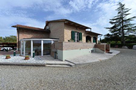Villa in vendita in San Giovanni a Cerreto - Monteliscai SIENA, A POCHI MINUTI DALLA CITTA': Porzione di villa bifamiliare con giardino di 1.000 mq
