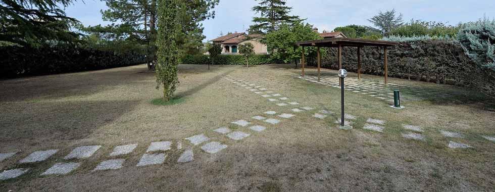 Vendita Villa SIENA, A SOLI 2 KM DALLA CITTA': MONTELISCAI. Vendesi, porzione di villa bifamiliare inserita in...